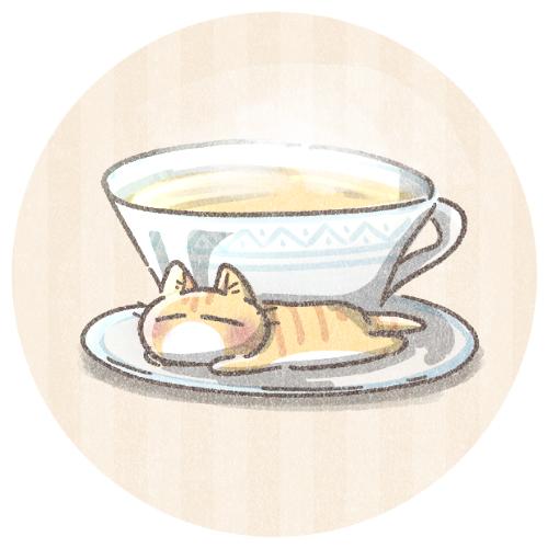 レモンティーと小さいキジトラ猫